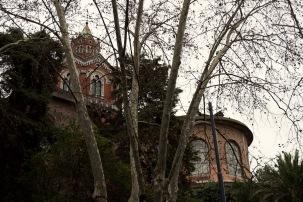 Exteriores: Un templo entre los árboles