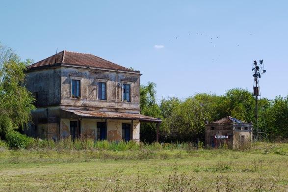 Exteriores: Estación Azcuénaga