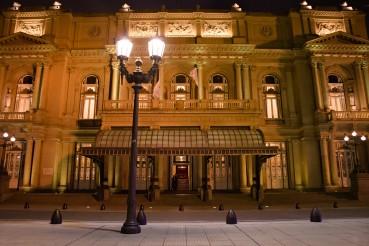 Exteriores: Teatro Colón